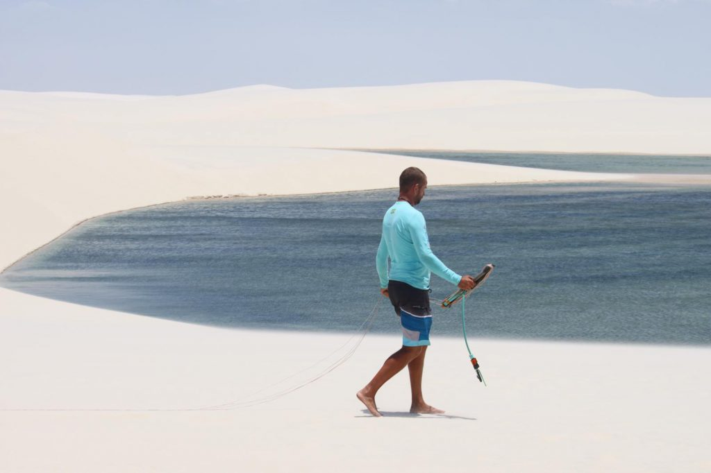 Setting up kite lines, Lencois National Park lagoons